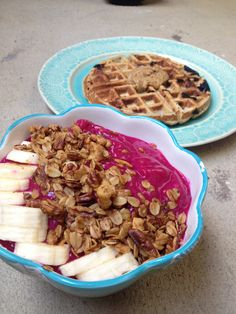 Pitaya Bowl and Healthy Waffle #healthy #breakfast #waffle #dragonfruit