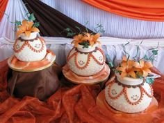 What a fantastic way to bring in a part of your culture with these African clay pots African Wedding Cakes, African Wedding Theme, African Theme, African Weddings, African Traditional Wedding Dress, Traditional Wedding Cakes, Traditional Cakes, Themed Wedding Cakes, Themed Cakes