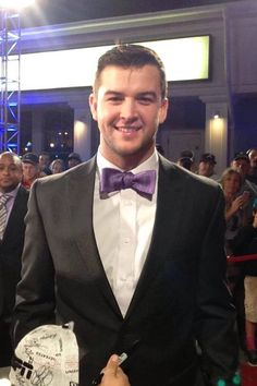 AJ McCarron (Alabama) wins the 2013 Maxwell Award at the College Football Awards.