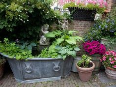 small eclectic garden | ... Landscaping Ideas and Gorgeous Centerpieces for Outdoor Living Spaces