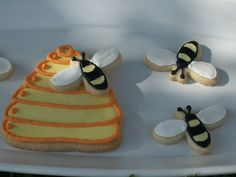 Honey Bees & Beehive Decorated Sugar Cookies by Kim Dever Thibodeaux / Kim_in_CajunCountry, via Flickr