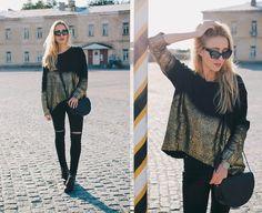 Anna P. - Golden sweater