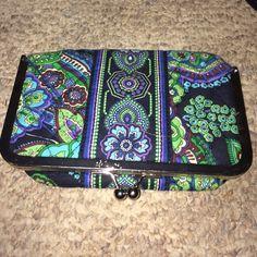 Vera Bradley makeup bag Never used green Vera Bradley makeup bag in green!!! Vera Bradley Bags Cosmetic Bags & Cases