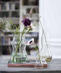 Super Genius Useful Ideas: Bottle Vases Table Numbers old vases decor.Clear Vases How To Make. Black Vase, White Vases, Gold Vases, Vase Centerpieces, Vases Decor, Home Modern, Vase Design, Clear Glass Vases, Large Vases