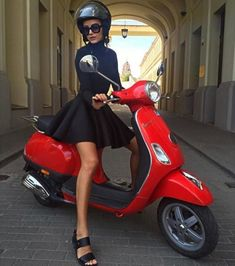 Red Vespa, Motos Vespa, Scooter Motorcycle, Motor Scooters, Vespa Scooters, Vespa Tuning, Vespa Primavera, Italian Women Style, Lambretta Scooter