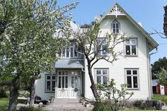 This white country house is located on Vätö, Sweden. Inside the cottage there is a fine balance between old and new, casual and unique. Swedish Cottage, Swedish House, White Cottage, This Old House, Rustic Contemporary, Scandinavian Home, Traditional House, Architecture, Old Houses