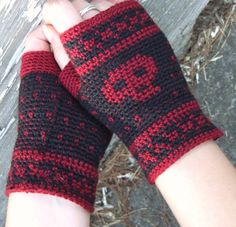 Tapestry Skull Mitts- Crochet Pattern