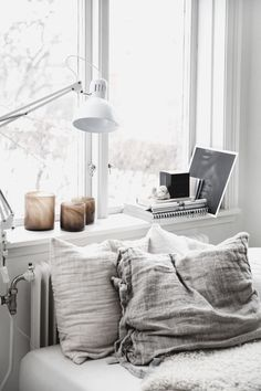 Warm Bedroom Ideas 8410091969 Eye Catching answers for a first rate diy home decor bedroom vintage Fab Bedroom decor pinned on this fun day 20190706 Unique Home Decor, Cheap Home Decor, Diy Home Decor, Cozy Bedroom, Home Decor Bedroom, Bedroom Interiors, Bedroom Brown, Bedroom Inspo, Bedroom Ideas