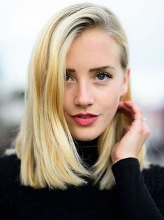 Deep Side-Part And Blunt Ends - The sleek counterpart to the previous style, this bob oozes sophistication through the polished side-part and shiny strands. The strong blunt haircut is a powerful style to help ladies with thin hair to look stylish and feel confident.