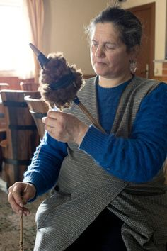 Tutorial - From sheep to yarn, how to spin in the grease.