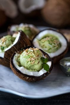 """Avocado Ice Cream isn't as crazy as it may seem. Well, avocado ice cream is another """"hidden treasure"""" of desserts. Make a pint today! Enjoy these 13 amazing avocado ice cream recipes. Avacado Ice Cream, Vegan Ice Cream, Avocado Dessert, Cooking Recipes, Healthy Recipes, Healthy Food, Vegan Food, Pizza Recipes, Party Recipes"""