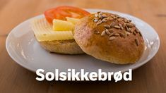 Solsikkebrød Seed Bread, Bread Rolls, Hamburger, Muffin, Baking, Breakfast, Ethnic Recipes, Morning Coffee, Rolls