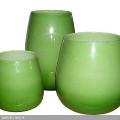 Es gibt wenige Gegenstände, deren Funktion so viele verschiedene Gestaltungen und Materialien zulässt wie Vasen. Pisano Vasen sind Objekte die jeden Blumenstrauß …