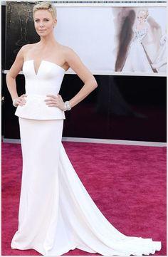 Oscar 2013: i migliori abiti delle star sul red carpet - Charlize Theron - Tweedot blog