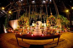 Mesa de doces em madeira para casamento na fazenda. Foto: Marcia Piveta & Vladimir Nacci