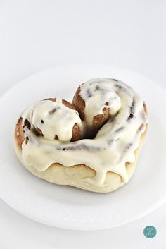 Business Cookware Ought To Be Sturdy And Sensible Heart Cinnamon Rolls Bring A Fun Heart Shape To A Favorite Cinnamon Roll Recipe Perfect For Showing A Little Extra Love Brunch Recipes, Cake Recipes, Dessert Recipes, Brunch Food, Brunch Ideas, Valentines Day Desserts, Brunch Buffet, Rolls Recipe, Cinnamon Rolls