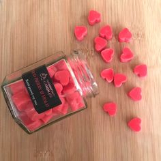 Winter Christmas Gifts, Christmas Scents, Diy Wax Melts, Scented Wax Melts, Personalized Candles, Handmade Candles, Candle Making, Soy Candles, Red Berries
