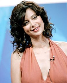 """@lovecatherinebell az Instagramon: """"Catherine Bell - 2005 The Triangle Press Conference . #catherinebell #goodwitch #goodies #thetriangle"""" Beautiful One, Gorgeous Women, Beautiful People, Katherine Bell, Lisa Bell, The Good Witch, Halle Berry, Beautiful Celebrities, Hollywood"""
