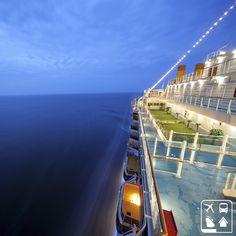 Viajante explora o mundo de várias formas, inclusive navegando. #ClubeTurismo #AmoViajar