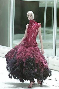 Alexander McQueen Spring 2001 Ready-to-Wear Fashion Show - Erin O'Connor, Alexander McQueen