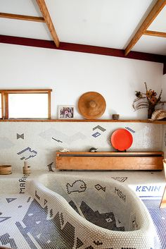 Creative House, George, Nakashima, and Tiles image ideas & inspiration on Designspiration Bathroom Interior Design, Home Interior, Interior Architecture, Interior And Exterior, Bathroom Designs, Modern Interior, Bathroom Inspiration, Interior Inspiration, Design Inspiration