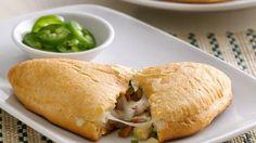Esta empanada mezcla el sabor del camarón, tocino y el queso para una cena rápida que te encantara.