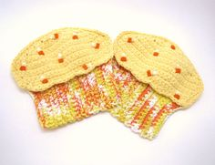 Pair of Cupcake Potholders/Oven Mitts with Candy by DeeDeesDetails, $16.50 #thefoxesdenteam @thisartofmineUS #handmadeC