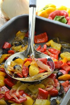 Baked peppers and vegetables VERY EASY foolproof! Healthy Italian Recipes, Raw Food Recipes, Vegetable Recipes, Vegetarian Recipes, Cooking Recipes, Home Food, Easy Cooking, I Love Food, Food And Drink