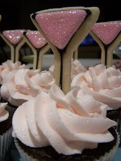 love this idea, but maybe a different sugar cookie for wedding showers and baby showers, birthdays etc. You are in the right place about bachelorette party snacks Here we offer you the most beautiful Cute Cookies, Yummy Cupcakes, Cupcake Cookies, Sugar Cookies, Mini Cupcakes, Martini Party, Wedding Cookies, Wedding Cupcakes, Cookie Designs