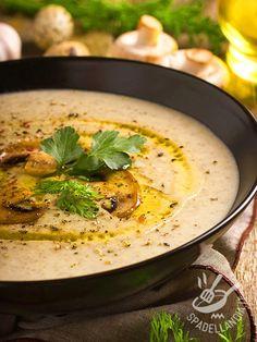 La Vellutata di champignon e ceci è davvero semplice, quindi si presta al menu di tutta la famiglia, anche se può diventare una portata molto raffinata✫♦๏☘‿TH Sep 12 , ✤ ❀‿❀ ✫❁`✿ ~⊱✿ ღ~❥~✿ ༺✿༻♛༺ ♡⊰~♥⛩ ⚘☮️❋ Chowder Recipes, Soup Recipes, Cooking Recipes, Italian Soup, Italian Recipes, Veggie Recipes, Healthy Recipes, Vegetable Soup Healthy, Homemade Soup
