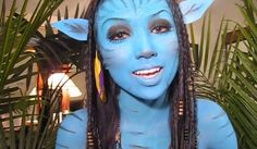 This super detailed Halloween makeup tutorial will turn you into a flawless version of Neytiri from Avatar.