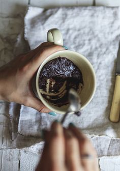 Mug brownie - Trois fois par jour Brownie brownies 3 fois par jour Raspberry Smoothie, Apple Smoothies, Bon Dessert, Breakfast Dessert, Brownies, Vegan Desserts, Dessert Recipes, Brownie In A Mug, Sweets