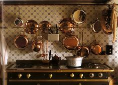 tiles and copper pots above a La Cornue stove from At Home in Italy Copper Kitchen, Old Kitchen, Kitchen Backsplash, Country Kitchen, Mexican Style Kitchens, French Kitchens, La Cornue, Delft Tiles, Copper Pans