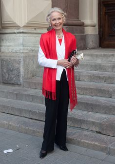 "Raili - Hel Looks - Street Style from Helsinki: - ""I don't buy clothes anymore, my wardrobe is ready now. Mature Fashion, 50 Fashion, Fashion Over 40, Fashion Outfits, Womens Fashion, Fashion Tips, Fashion Trends, Fashion Websites, Dame Chic"