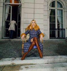 Sixties — Brigitte Bardot To Chair The Gala Of The Union. Celebrity Boots, London Street, Long Boots, Saint Tropez, Brigitte Bardot, Most Beautiful Women, Style Icons, Hipster, Tumblr