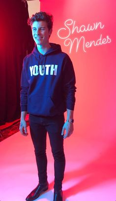 shawn mendes in a troyce sivan hoodie ? my life is complete Shawn Mendes Imagines, Shawn Mendes 3, Taylor Caniff, Ed Sheeran, Aaliyah, Chon Mendes, Mendes Army, Shawn Mendes Wallpaper, Charlie Puth