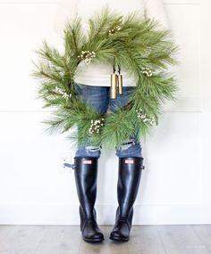 Modern Farmhouse Christmas Wreaths | helloallisonblog.com