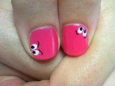 Irriverente CND Shellac Art, tutta da provare! Colore di base CND Shellac in Hot Pop Pink, per gli occhi Cream Puff e Black Pool.     Fatti prendere dalla CND Shellac Mania!!!     www.cndshellac.it