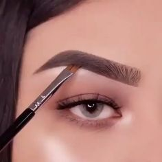 Here is a mini brow tutorial for you makeup eyemakeup eyebrowtutorial eyebrows eyebrowshaping - eye-makeup Eyebrow Makeup Tips, Makeup Eye Looks, Makeup 101, Eye Makeup Steps, Smokey Eye Makeup, Skin Makeup, Eyeshadow Makeup, Makeup Eyebrows, Winged Eyeliner