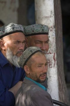 Uyghur men watching the crowd at Hotan bazaar | Hotan Bazaar ... Doğu Türkista/Hoten/Xoten Bölgesi Eastern Turkistan/Hotan/khoten Region دوغو تورکیستان خوتن بولگه سی