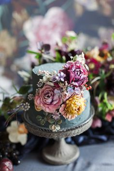 Amy Swann makes stunning handcrafted wedding cakes. She is known for her signature decorative floral wedding cakes. Beautiful Wedding Cakes, Gorgeous Cakes, Pretty Cakes, Floral Wedding Cakes, Floral Cake, Purple Wedding, Gold Wedding, Buttercream Flowers, Buttercream Cake