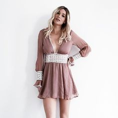 Only a few left of this beautiful @forloveandlemons mini dress...perfect for Valentines💘Day! Xx