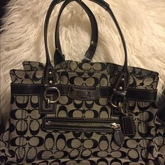 Authentic Coach Purse Bag Coach bag clean on outside but needs dry cleaned on inside as shown in pics I haven't cleaned it .  Price reflects it Coach Bags Shoulder Bags