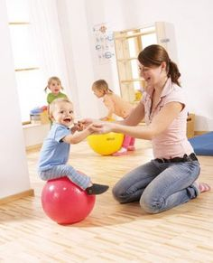 60 free activities to stimulate the baby up to 9 months - Entertainment Trend Montessori Activities, Free Activities, Infant Activities, Kids Gym, Play Gym, Baby Care Tips, Baby Play, Baby Love, Kids Playing