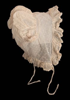 Lady's cap of embroidered cotton mull and lace; American, Ca 1814. Museum of Fine Arts, nr. 46.1242