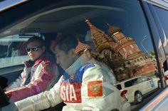 российский конькобежец Виктор Ан во время церемонии вручения автомобилей призерам Олимпиады в Сочи.