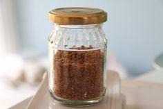 Natürlicher Geschmacksverstärker aus Parmesan, getrockneten Tomaten und getrockneten Pilzen. Ein Thermomix Rezept.