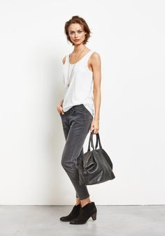 A cropped take on our ever-popular Skinny Sandra jeans, perfect for when the weather warms.