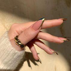 Stylish Nails, Trendy Nails, Golden Nails, Golden Nail Art, Fire Nails, Minimalist Nails, Luxury Nails, Best Acrylic Nails, Dream Nails
