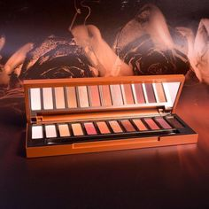Urban Decay is launching a brand new eye shadows palette called Naked Heat palette.Ounce: Ivory shimmer. Chaser: Light nude matte. Sauced: Soft terracotta matte. Low Blow: Brown matte. Lumbre: Copper shimmer with gold pearl. He Devil: Burnt Red Matte. Dirty Talk: Metallic burnt red. Scorched: Mettalic Deep red with gold micro-shimmer. Cayenne: Deep terracotta matte. En Fuego: Burgundy matte. Ashes: Deep reddish-brown matte Ember